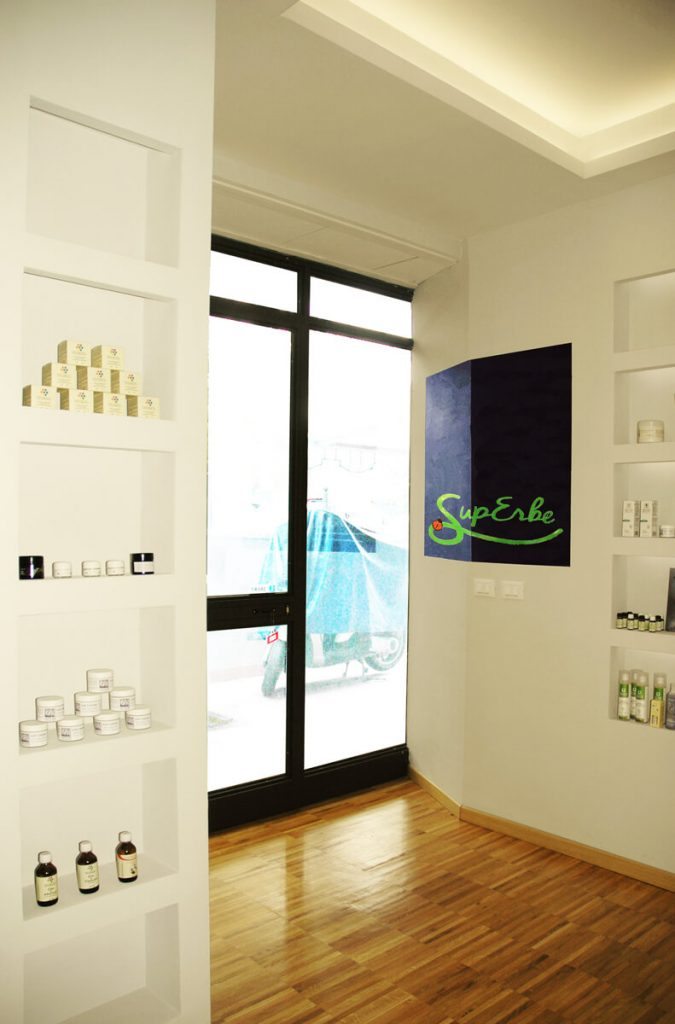 Showroom e laboratorio di cosmetici bio